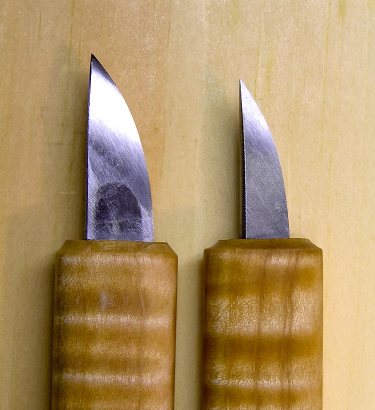 Pair of knives – side view of tips
